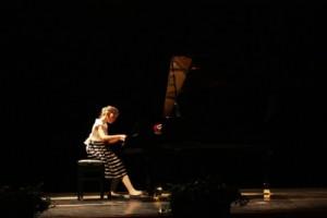 """Cristiana Dragoş – Roman, câştigătoarea premiului I la Concursul Internaţional de Pian """"Cesar Franck"""""""