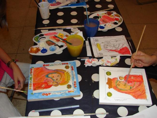 Atelier-copii-pictura-pe-lemn-Muzeul-de-Arta-Vasile-Grigore